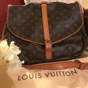 💜🌼SALE🌼💜VINTAGE Louis Vuitton SAUMUR 35